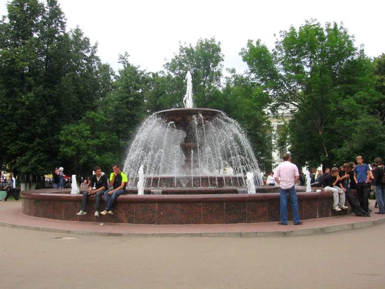 Кировский Фонтан на Театральной площади
